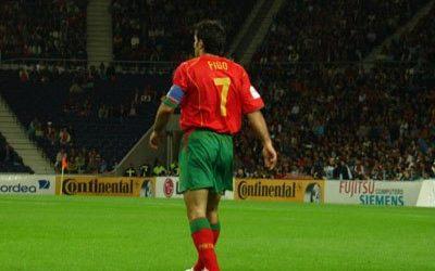 Luis Figo és a vízszintes védővonalak
